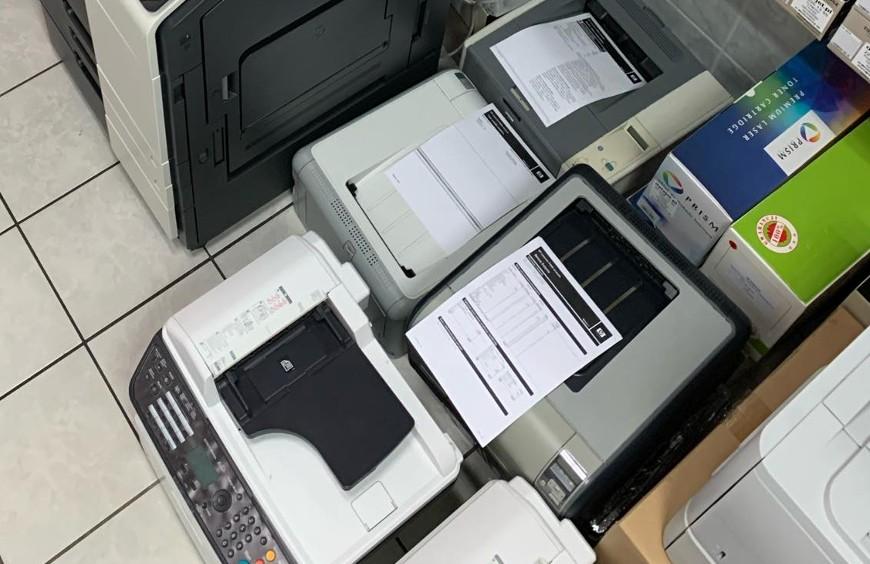 Drukarka wielofunkcyjna, a dwie oddzielne drukarki do drukowania i skanowania.